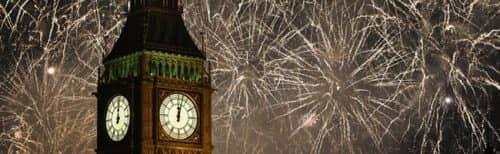 салют на фоне лондонской башни