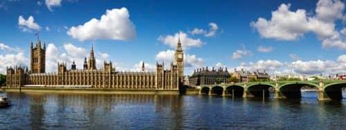 красивый вид на Лондон со стороны Темзы