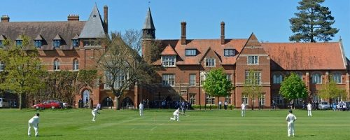 В частных школах-пансионах Англии важное внимание уделяется спортивному развитию учеников