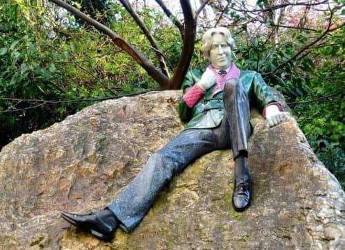 Памятник Оскару Уайльду в Дублине