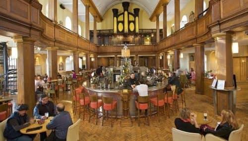 Внутри ресторана-церкви в Дублине